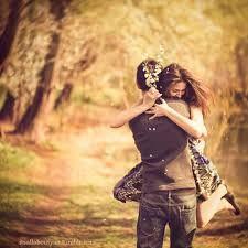 """A Bíblia diz acerca da mulher virtuosa: """"o coração do seu marido confia nela"""". Não há casamento saudável sem confiança. Não há paz na alma, nem harmonia no casamento, nem serenidade emocional, sem integridade conjugal. A bandeira que deve tremular em todo relacionamento conjugal é o proclamado nas Escrituras: Eu sou do meu amado, e o meu amado é meu... (Ct 6.3). O cônjuge precisa ser um jardim fechado, um manancial recluso, uma fonte selada (Ct 4.12).  (Hernandes Dias Lopes)"""