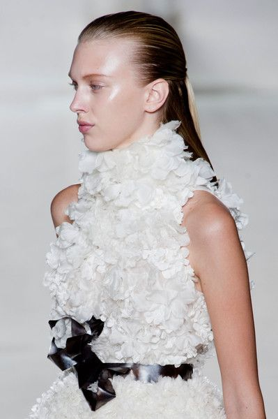 71 best GIAMBATTISTA VALLI images on Pinterest | High fashion ...