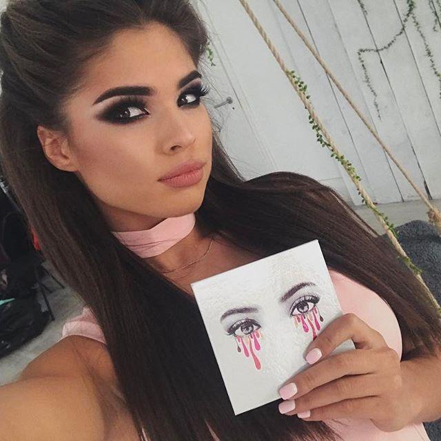 "Приобрела палетку ""KYLIE"" у @valeriya_cosmetic_shop   Макияж и прическа от @anna_tolevna на съемку ❣️"