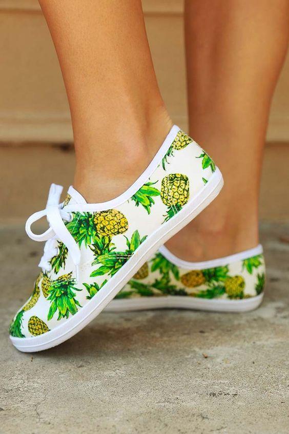 Mais non, on n'a pas dit que vous deviez absolument porter des chaussures à grosses fleurs bleues...    L'imprimé n'est pas...