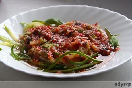Zapraszam na pyszne spaghetti które jadłam dziś na obiad :) Oprócz tego że pyszne to szybkie w przygotowaniu :) Składniki (na 1 porcję): - 1 niezbyt gruba