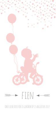 Geboortekaartje silhouette meisje op fiets met ballon. Aan de bovenkant van de kaart regent het roze hartjes. Onder het silhouette staat de naam met pijltjes ernaast.