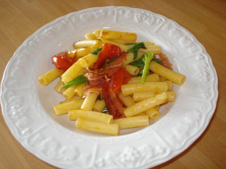 pasta con rucola speck e pomodorini
