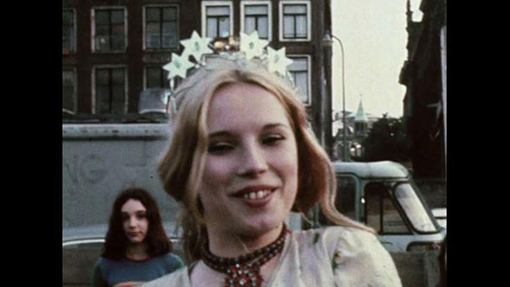 De afstudeerfilm van Mea Dols de Jong (26) draaide in 2014 op IDFA. In 'If Mama Ain't Happy, Nobody's Happy' kijkt ze met haar moeder wat de erfenis van drie generaties alleenstaande vrouwen voor invloed hebben op haar.