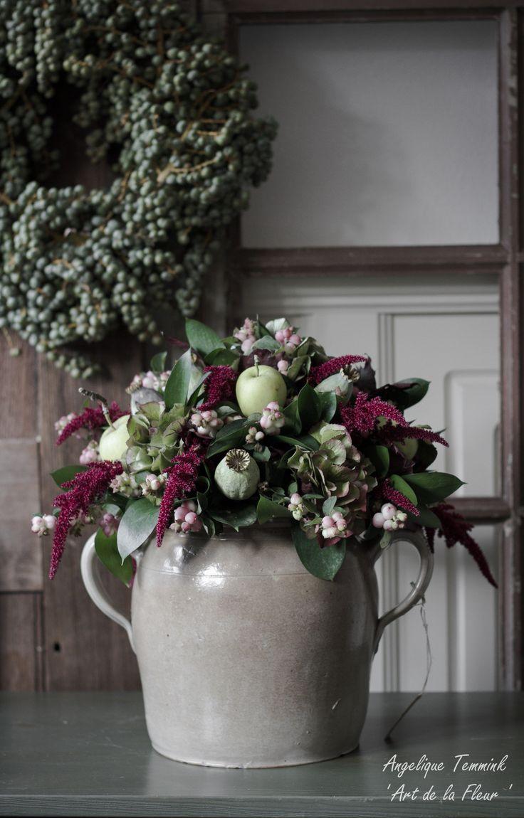 ' Art de la Fleur ' Floral , flowers , Angelique Temmink Waalboer , Dadels , Dadelkrans , Old Window , Bloemschikken , Workshop. Grespot , Amaranthus , Hydrangea , Appeltjes. www.artdelafleur7.nl