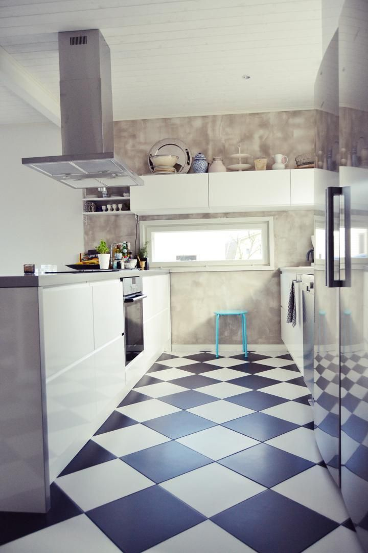 kök, rutigt golv, vitt, betongvägg