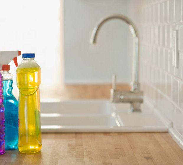 Como tirar gordura do azulejo: dica que facilita a limpeza