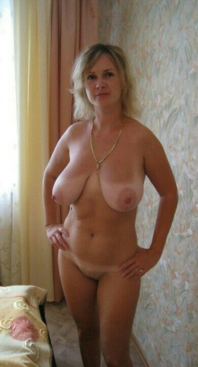 Mature full figured and shaved hot