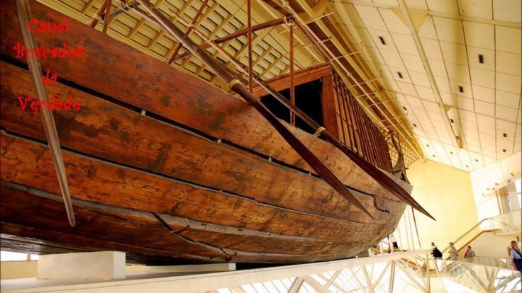 """Um """"barco solar voador"""" foi enterrado no pé da grande pirâmide de Gizé!"""