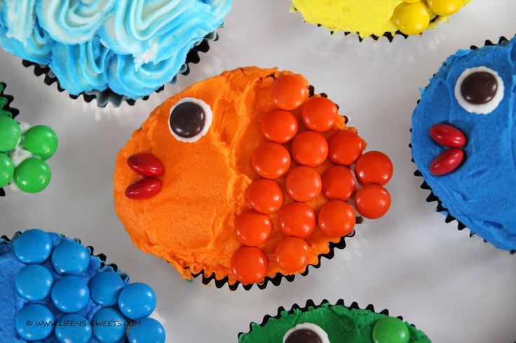 Life Is Sweets: Candy Cupcakes Part III - Mini M&M Bite Sized Rainbow Fish Cupcakes