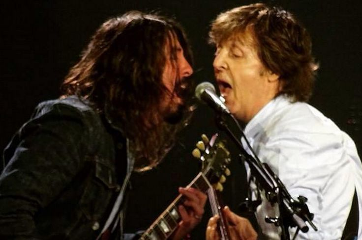 Foo Fighters cancel tour dates due to Dave Grohl's broken leg ...