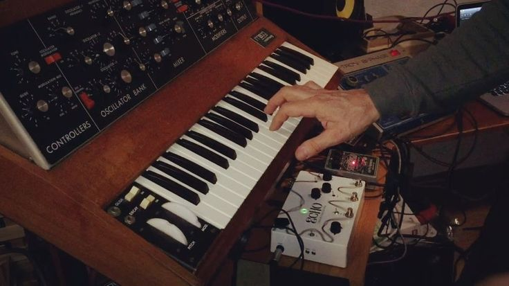 Do The Martian Moog Swamp Stomp by Soundgas Labs. Download from Bandcamp now. http://ift.tt/2lujmA8