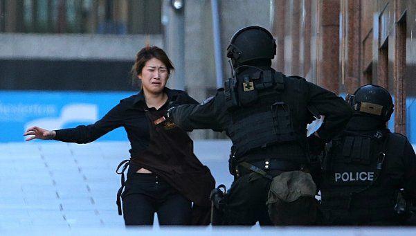 Australia: presunto terrorista del ISIS tomó rehenes en un café