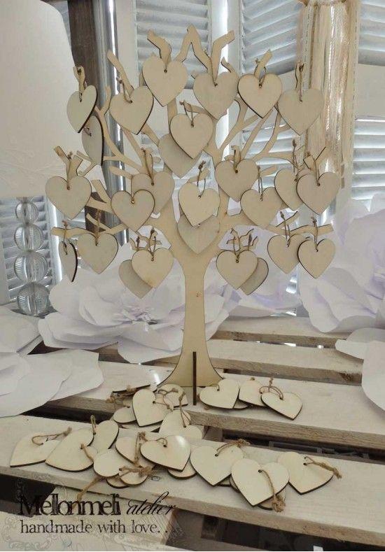 Ξύλινο δέντρο ευχών με καρδιές