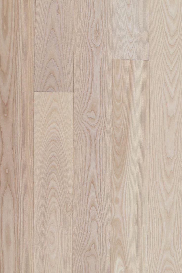 Parchetul din lemn masiv de frasin te inspira fie ca vorbim de un stil cu influente clasice sau de un stil modern-minimalist. Lemnul de frasin este simplu, natural, durabil, echilibrat si unic prin culoare si aspectul fibrei, care odata cu trecerea timpului isi intensifica si mai mult culoarea in modul cel mai frumos. Daca alegi sa mergi pe un stil modern-minimalist unde predomină non-culoarea alb, putem sa-ti personalizam parchetul din frasin in tonuri de alb.