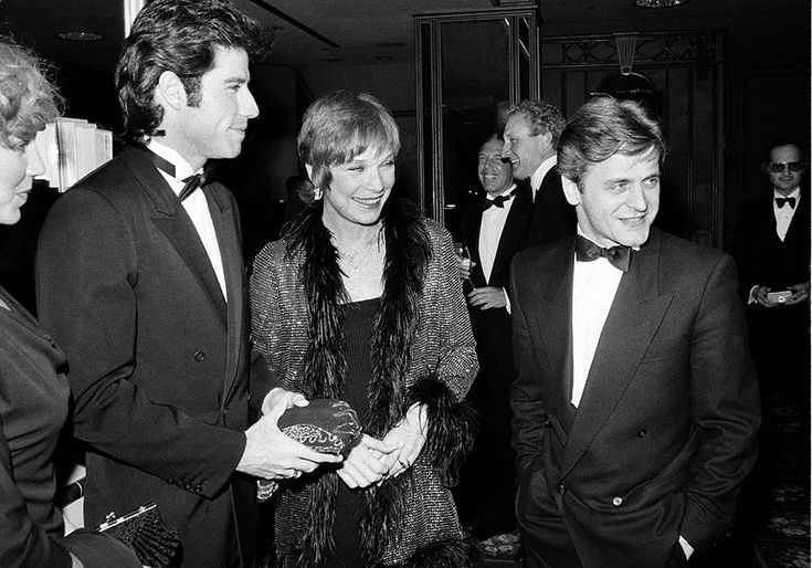 IlPost - John Travolta, Shirley MacLaine e Mikhail Baryshnikov a Los Angeles (AP Photo/Reed Saxon) - 1984