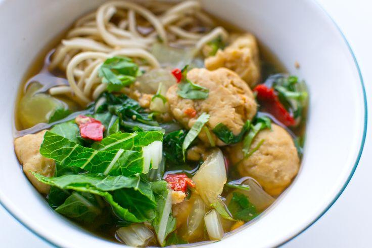 FOOD: Thaise noedelsoep met visballetjes