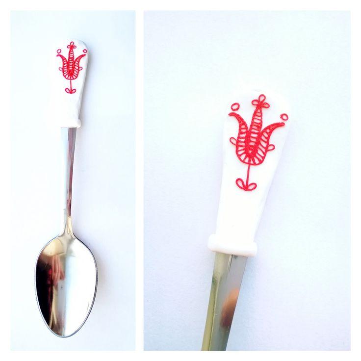 Kalotaszegi motívum. Transylvanian folk motif from Kalotaszeg. Polymer clay decorated spoon, made with love.