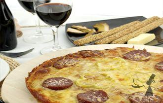 Une bonne pizza bretonne à l'andouille de Guémené http://www.recettes-bretonnes.fr/plats-bretons/pizza-bretonne.html