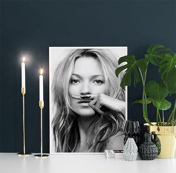 Trendig poster med motivet Kate Moss, Life is a joke. Denna posters och många andra hittar du i vårt webshop. www.desenio.se