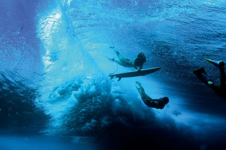 Loin des clichés du surfeur à la crinière décolorée par le soleil, des tatouages tribaux et des filles d'Alerte à Malibu, le livre Surf Odyssey dresse le portrait de surfeurs à la créativité débord…