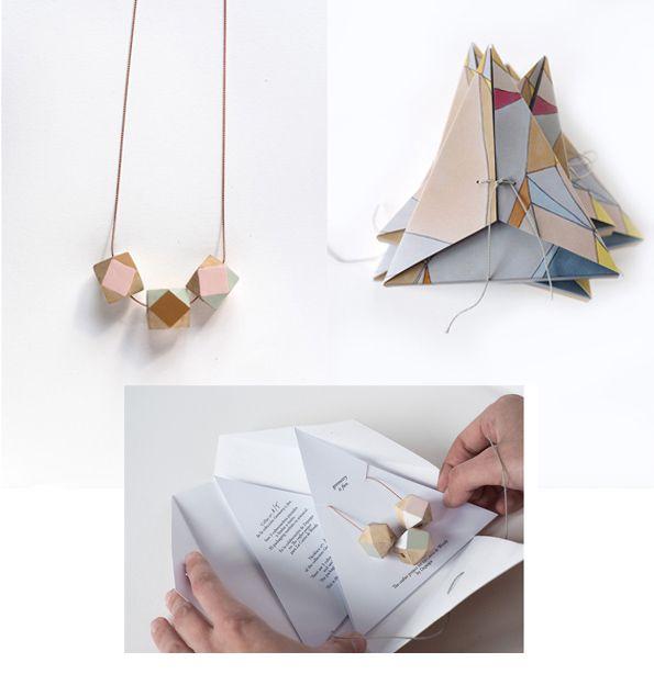 collar en forma de casita