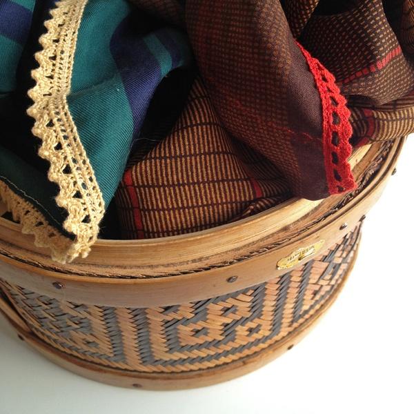 Een mandje vol gezellige sjaaltjes voor de lente.