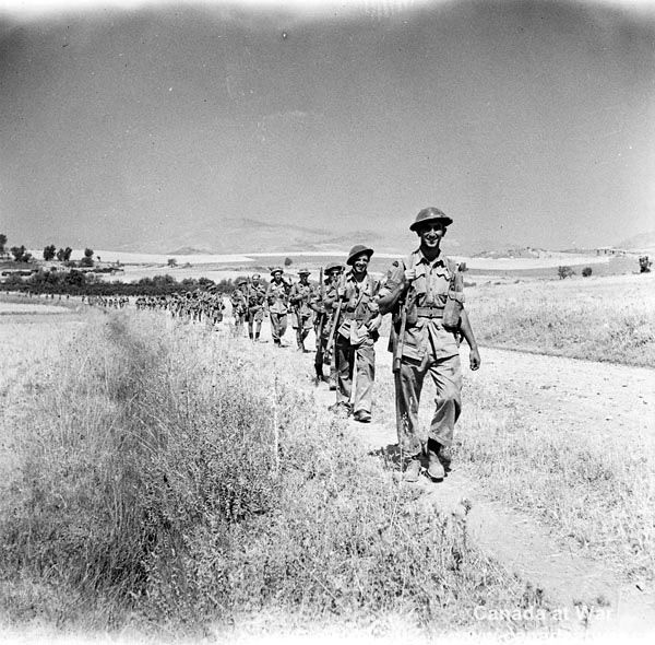 Infantrymen of the 48th Highlanders of Canada advancing towards Adrano. August 18, 1943 , Place of publication: Adrano, Italy.