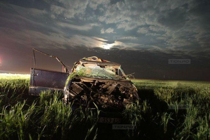 Accident grav langa Satchinez, in Timis. Un sofer a intrat cu masina intr-un stalp