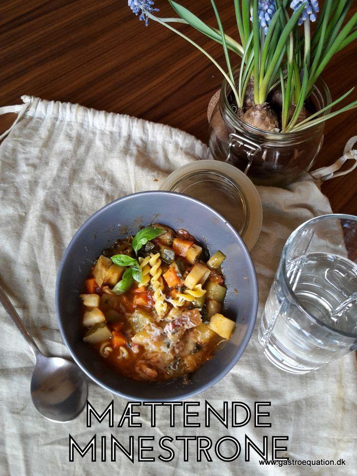 Lækker tøm ud i køleskabet suppe, der mætter og varmer på en kold vinterdag. Her i en low fodmap version, der tager hensyn til ibs.