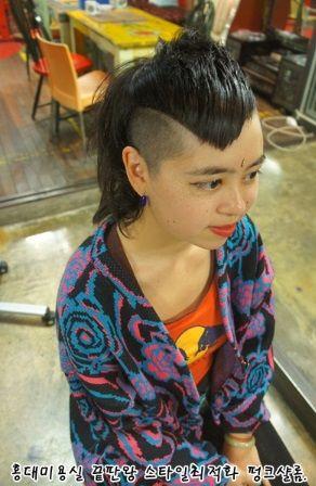 real punk hair.short bangs, girl scratch in Hong-dae punkshalom
