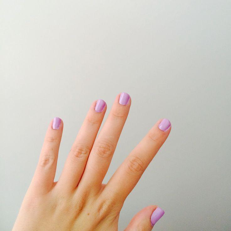 Lila korta naglar. Aldrig hänt förut.