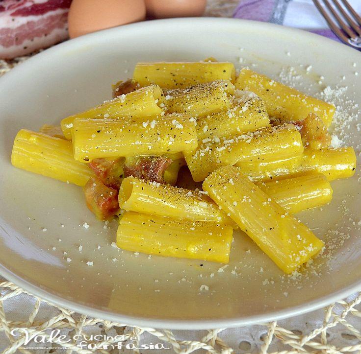 pasta alla carbonara ricetta primo piatto,il primo piatto romano per eccellenza uno dei più buoni,ingredienti poveri ma gustosi messi insieme