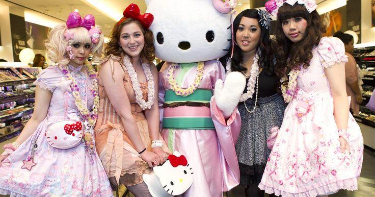 Como fazer uma pinhata de Hello Kitty a partir de uma caixa de cereal. Hello Kitty é um personagem infantil criado no Japão e popular em vários países. Você pode fazer uma pinhata com o tema para uma festa de aniversário de alguém que seja fã da personagem, usando uma caixa de cereal e outros itens baratos. Encha a pinhata com pirulitos e outros doces e adicione alguns produtos da Hello Kitty para divertir ainda mais ...