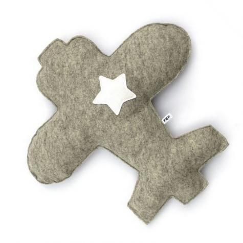 Handmade wool felt pillow plane | Kids | Kidsroom | Little ones | www.metdehand.nl