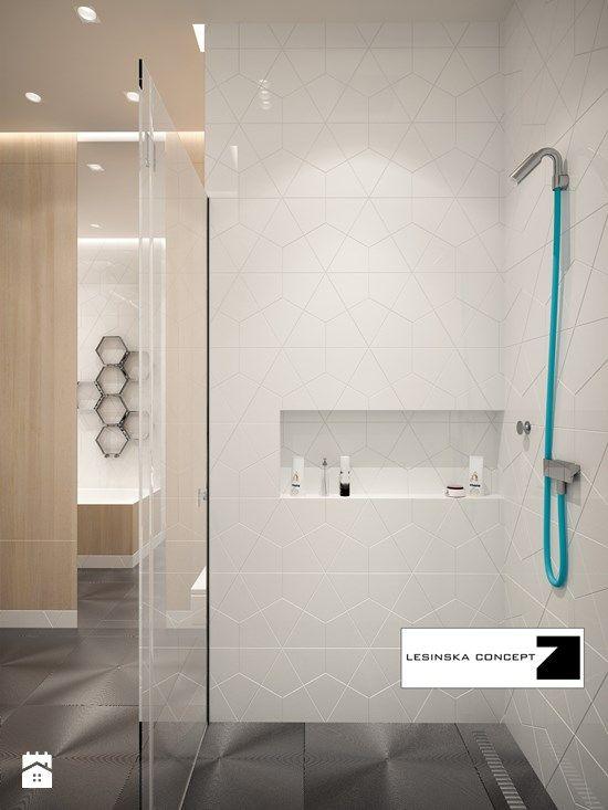 TAK! świetne płytki na ścianie i podłodze, elementy drewniane, wnęka na ustawienie kosmetyków pod prysznicem