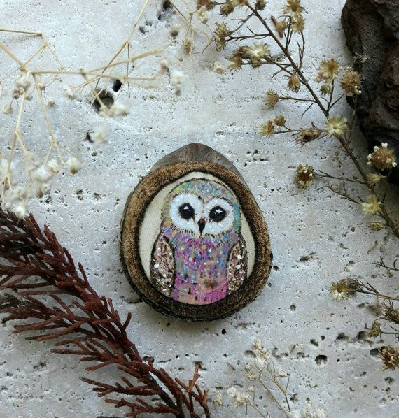 Rainbow Owl 🎀 Pyrography Wooden ornament perfect to decorate your home. Available now in my Etsy Shop ⬇  https://www.etsy.com/it/listing/493949133/gufo-su-legno-naturale-fetta-di-legno #owl #handmade #homedecor #ornament
