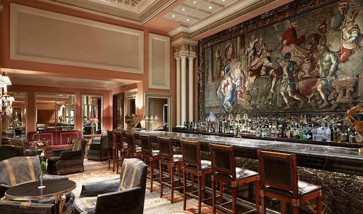Για τις νύχτες που σχεδιάζετε μια σπέσιαλ έξοδο, ξεχωρίσαμε και σας προτείνουμε 4 ξενοδοχειακά μπαρ που έχουν άποψη, στυλ, ωραία ατμόσφαιρα ή και θέα στην πόλη, αλλά και ευφάνταστα και πρωτοποριακά cocktail menu.