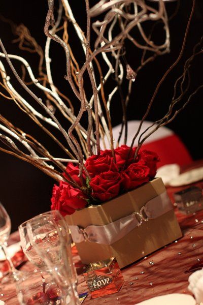 Red and Gold centerpieces???: Wedding Red Black Gold, Red Centerpieces, Black White Red Gold, Red And Gold Centerpieces, Silver Centerpieces, Red Gold And Black Wedding, Black Centerpieces, Autumn Centerpieces, Autumn Rose And Gold Wedding