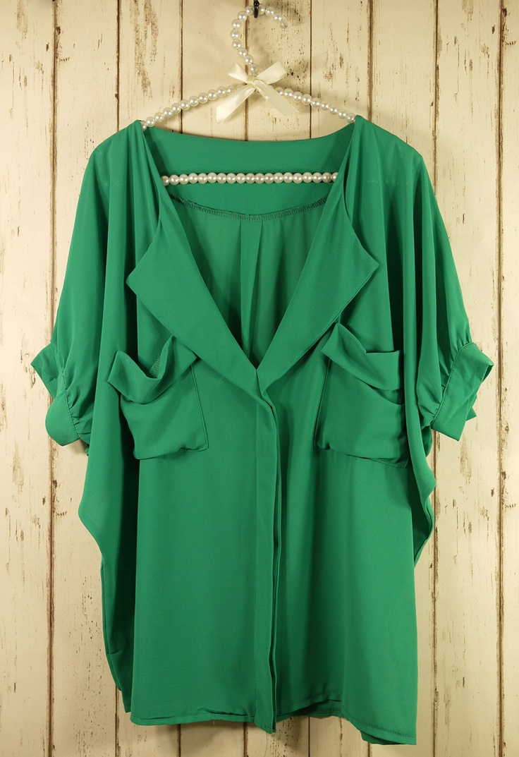 flowy green topGreen Blouses, Green Tops, Fashion, Emerald Green, Skinny Jeans, Style, Emeralds Green, Kelly Green, White Jeans
