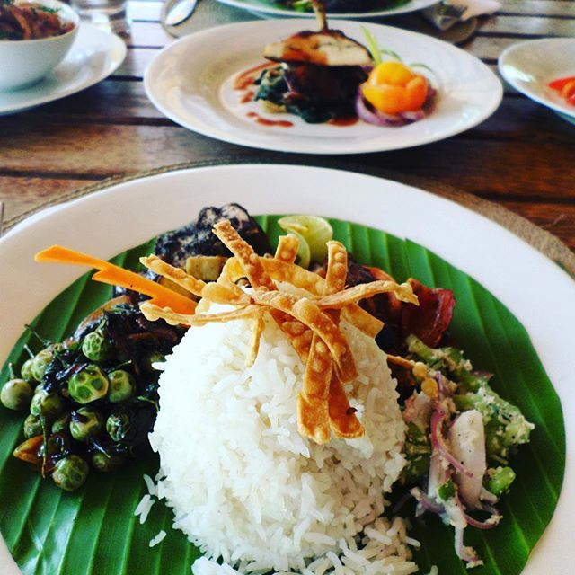 Head to @saraiivillage 's own #spice_lounge to satisfy those tastebuds. #food #foodgasm #foodporn #foodies #foodstagram
