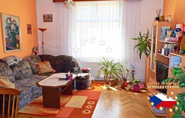 НЕДВИЖИМОСТЬ В ЧЕХИИ: продажа квартиры  3+КК, Прага, U Zeměpisného ústavu, 288 000 € http://portal-eu.ru/kvartiry/3-komn/3+kk/realty275/  Предлагается на продажу квартира 3+КК площадью 83 кв.м в районе Прага 6 – Бубенеч стоимостью 288 000 евро. Квартира находится на третьем этаже четырехэтажного дома и состоит из кухни, ванной комнаты, отдельного санузла, кладовой, балкона, гостиной, прихожей, спальной комнаты и отдельной комнаты. К квартире прилагается подвал площадью 6 кв.м. На полах…