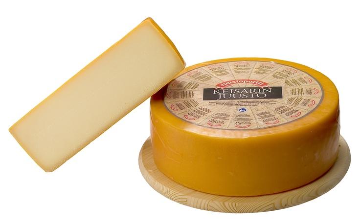 Keisarin juusto on kahden maidon liitto. Kellaroinnin aikana siihen kehittyy ainutlaatuinen maku.