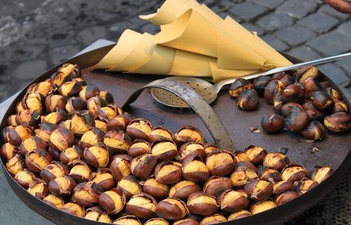 Kaštany konzumujeme je pečené nebo vařené, lze je rozemlít i na mouku, ta je vhodná k přípravě zákusků.