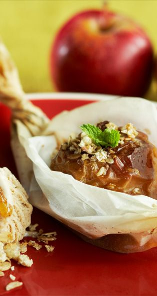Baked apples with rum and ice cream