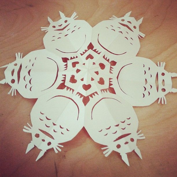 Totoro snowflake. Paper craft. Christmas decoration. Yeah I've been crafty lately by ericnakamura, via Flickr