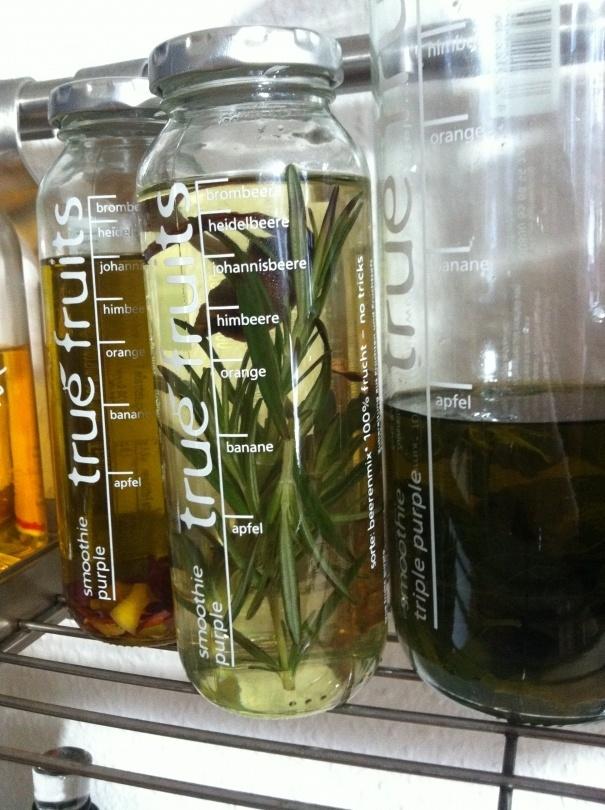 Zitroneminzöl/Knoblauchchiliöl in true fruits Flasche (danke Sascia R.)