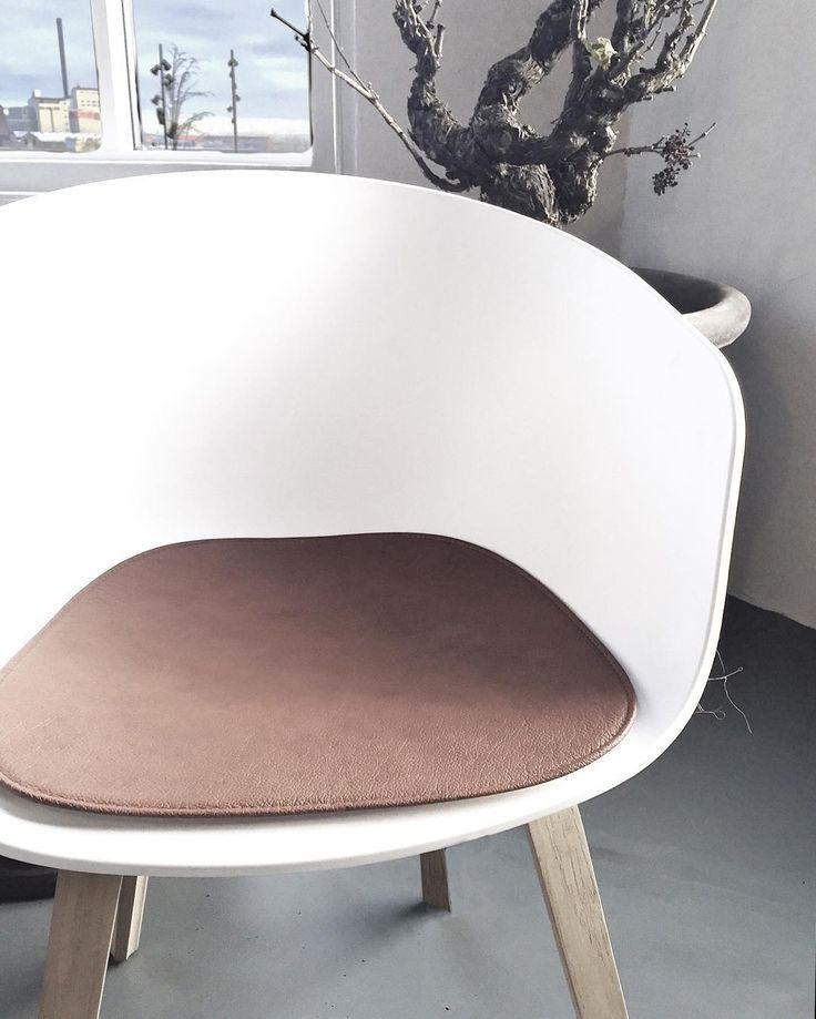 We make seat pads for any chair.  #hynder #hynde #skalstol #sædehynde #designerstol