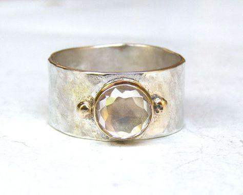 Reciclado plata y 14 k oro amarillo con topacio blanco hermoso anillo hecho de encargo    Usted está mirando una hermosa plata hecha a mano y un anillo