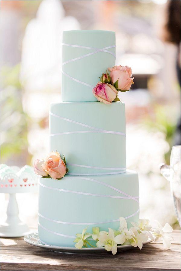 mint and peach wedding cake   Image by Studio Bee'com